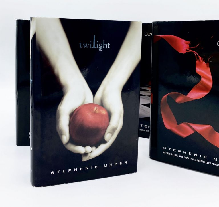 The Twilight Saga [TWILIGHT; NEW MOON; ECLIPSE; BREAKING DAWN]